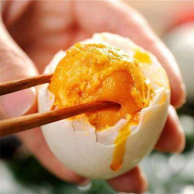 遼寧省丹東市寬甸滿族自治縣丹東鴨綠江咸鴨蛋 精鹽腌制,口感香醇,無腥味,顆顆起沙出油,不齁咸,天然綠色!