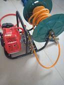 噴霧機 便攜式汽油高壓雙泵纏管器打藥機,能帶300多米高壓管