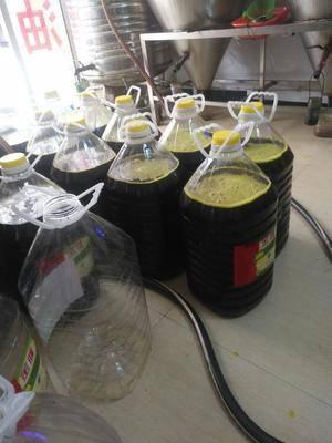 湖南省常德市漢壽縣非轉基因菜籽油 采用本地非轉油菜籽,傳統壓榨,香味濃郁,色彩明亮。