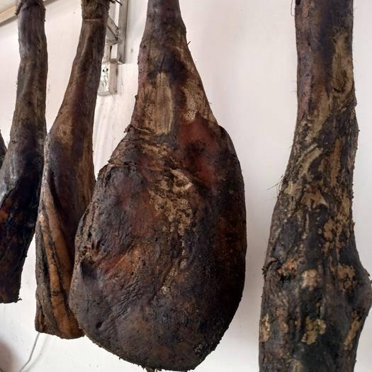 云南省昭通市水富市腊猪脚 散装 3-6个月