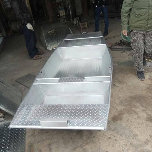 江苏省徐州市贾汪区收获机械租赁 供应大小船可定做