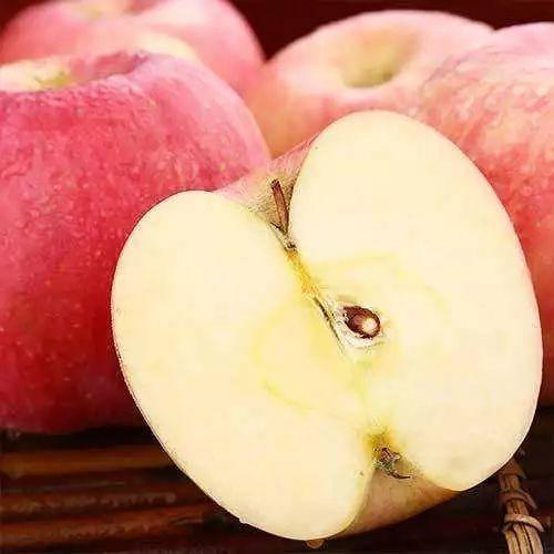 山西省運城市臨猗縣 2019新鮮水果山西運城黃土高原脆甜冰糖心紅富士膜袋丑蘋果