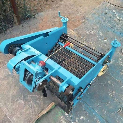 山东省德州市禹城市 手扶拖拉机带的土豆红薯红芋收获机
