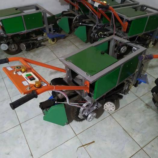 河北省廊坊市霸州市收获机 韭菜收割机,播种机,打捆机。
