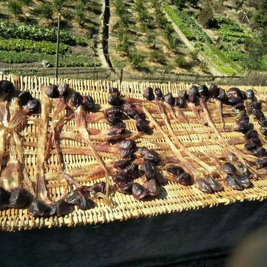 廣東省韶關市仁化縣 自家野外放養的本地鴨子制做而成的臘鴨,鴨扎上市了,傳統手工制