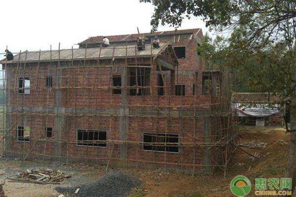 农村宅基地到底可不可以继承、转让?遇到拆迁,补偿也可以转让吗?