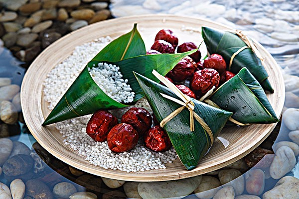 端午吃粽子是我国的传统习俗,你们都是用什么来包粽子的?