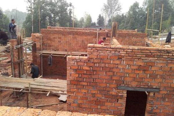 国家为什么禁止农村使用红砖建房?2019农村建房政策解读