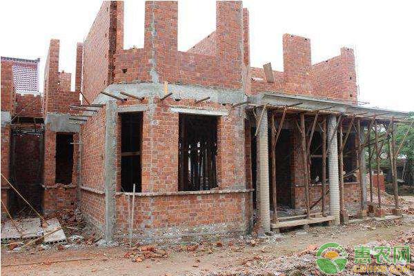 农民朋友请注意!宅基地上建房时,这几种情况要避免!