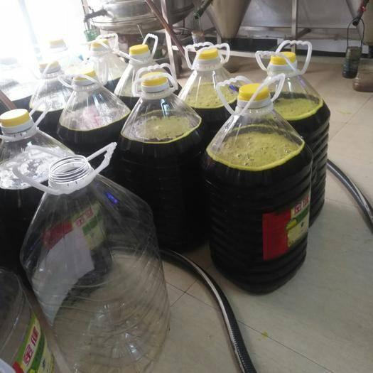 常德漢壽縣非轉基因菜籽油 采用本地非轉油菜籽,傳統壓榨,香味濃郁,色彩明亮。