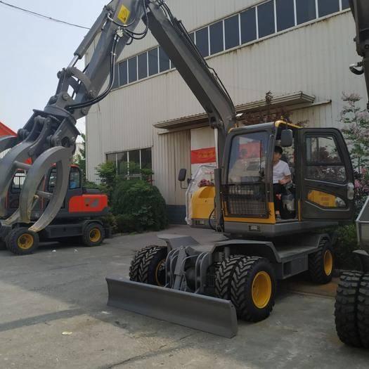 济宁挖泥船 轮式挖掘机工程,适用于各种市政道路,室外破碎,效率高,耗油低