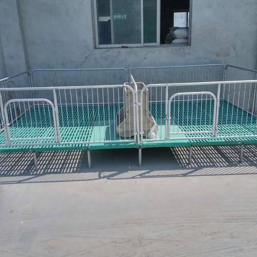 新乡卫辉市小猪保育床 造型新颖,经济实惠。我们为什么价格这么低因为我们是厂家直销