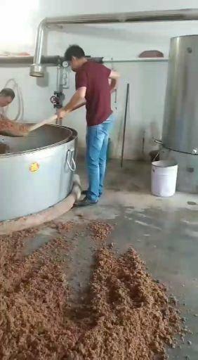 濟寧梁山縣釀造醬油  純糧釀造,固態發酵。