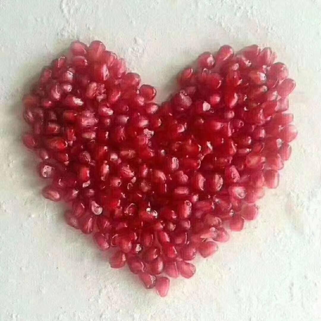 河阴石榴 红红的颜色,甜蜜蜜的口感,丰满多汁是它的内涵。