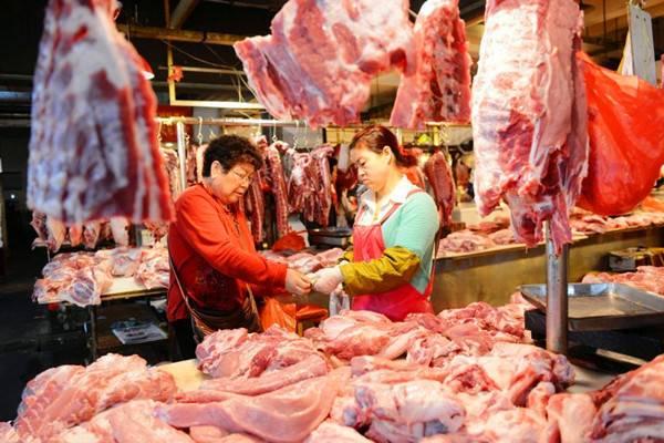 如何区别买的猪肉是喂饲料猪肉还是散养土猪肉?
