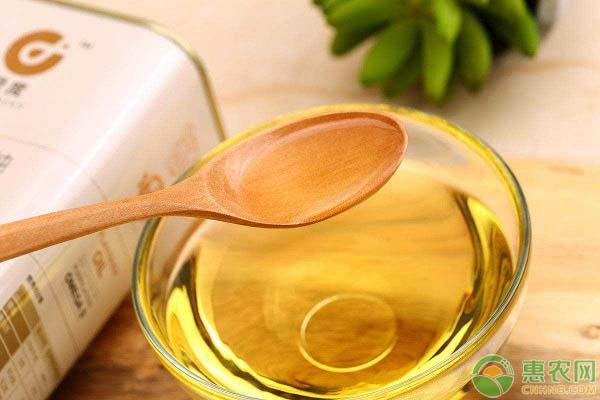 菜籽油的成分和功效有哪些?菜籽油与大豆油哪个更好?