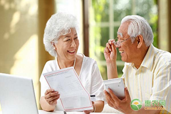 养老金领取并入社保卡,去哪办社保卡?2020养老金最新政策解读