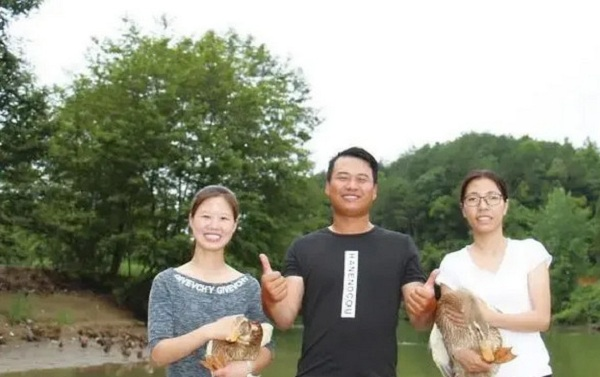 三位大学生回乡创业,只为振兴家乡品牌小塘麻鸭!