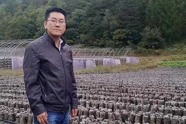 """""""最强卖货王""""张肇义:奋斗在惠农网上的新农人"""