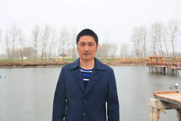 他转让砖瓦厂,专心养鱼,第一年就卖了18万元!