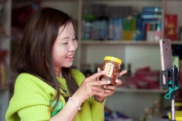 胡春燕:一个残疾女孩的电商脱贫记